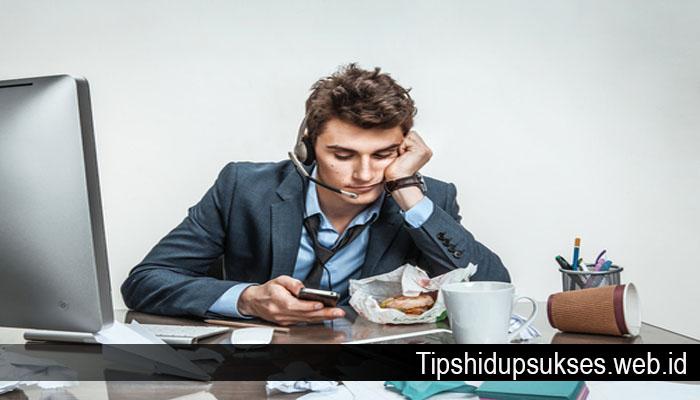 Jangan Lakukan Ini Atau Anda Akan Terlihat Pemalas Saat Bekerja